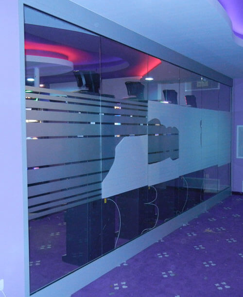 applicazione vetrofania sala slot machine