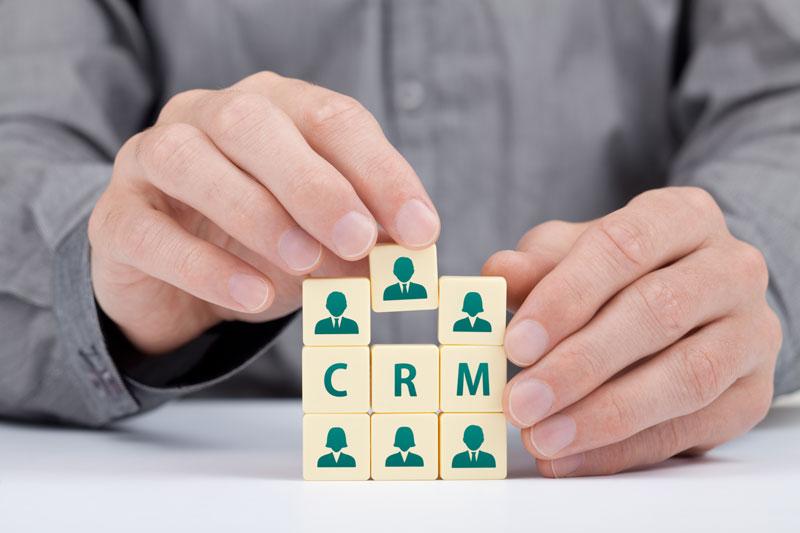 CRM lavorare sui contatti per uscire dalla crisi